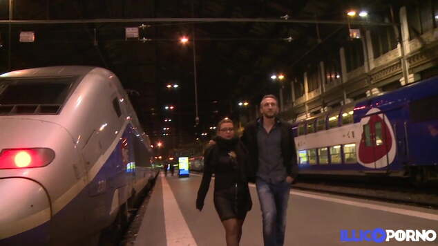 Alexia and John Show off all Over Paris to End in Sodomy fr