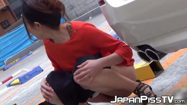 Naughty Japanese Babes Have No Problems Peeing in Public fr